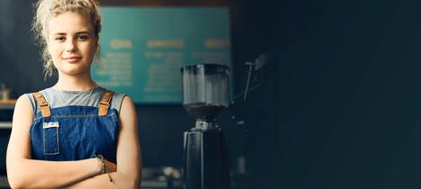 Gastro-Gründerin in ihrem Café