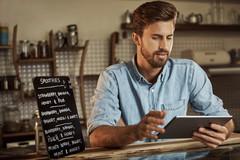 Gastronom erstellt Businessplan am iPad