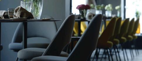 orderbird Kunde Restaurant Gustav Stuhlreihe